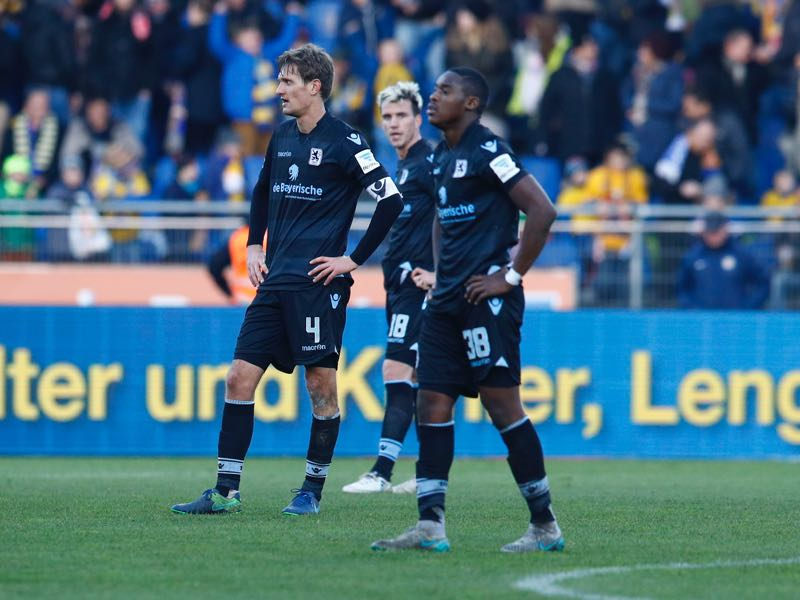 Kai Buelow, Nico Karger and Romuald Lacazette of Muenchen react after the Second Bundesliga match between Eintracht Braunschweig and TSV 1860 Muenchen at Eintracht Stadion on November 27, 2016 in Braunschweig, Germany. (Photo by Joachim Sielski/Bongarts/Getty Images)