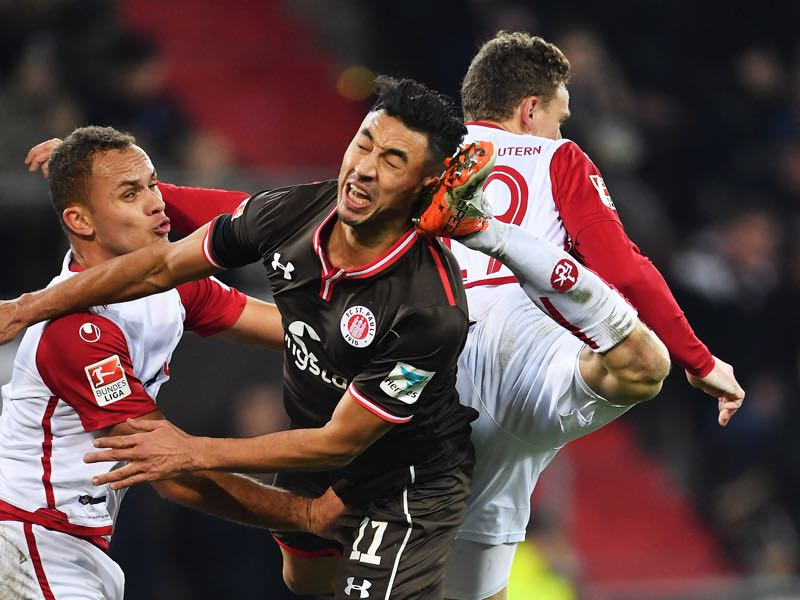 Aziz Bouhaddouz of St Pauli is kicked in the head by Marcel Gaus of 1.FC Kaiserslautern during the Second Bundesliga match between FC St. Pauli and 1. FC Kaiserslautern at Millerntor Stadium on December 2, 2016 in Hamburg, Germany. (Photo by Stuart Franklin/Bongarts/Getty Images)
