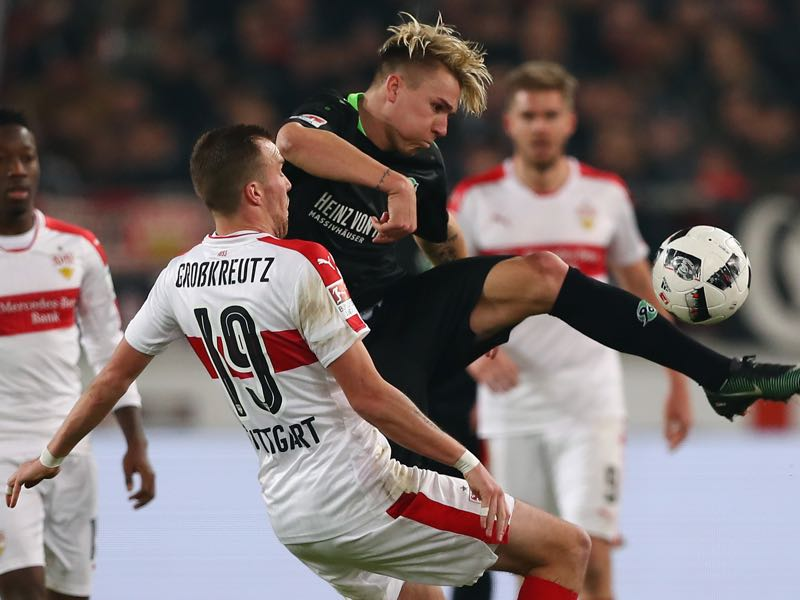 Felix Klaus of Hannover is challenged by Kevin Grosskreutz of Stuttgart during the Second Bundesliga match between VfB Stuttgart and Hannover 96 at Mercedes-Benz Arena on December 12, 2016 in Stuttgart, Germany. (Photo by Alex Grimm/Bongarts/Getty Images)