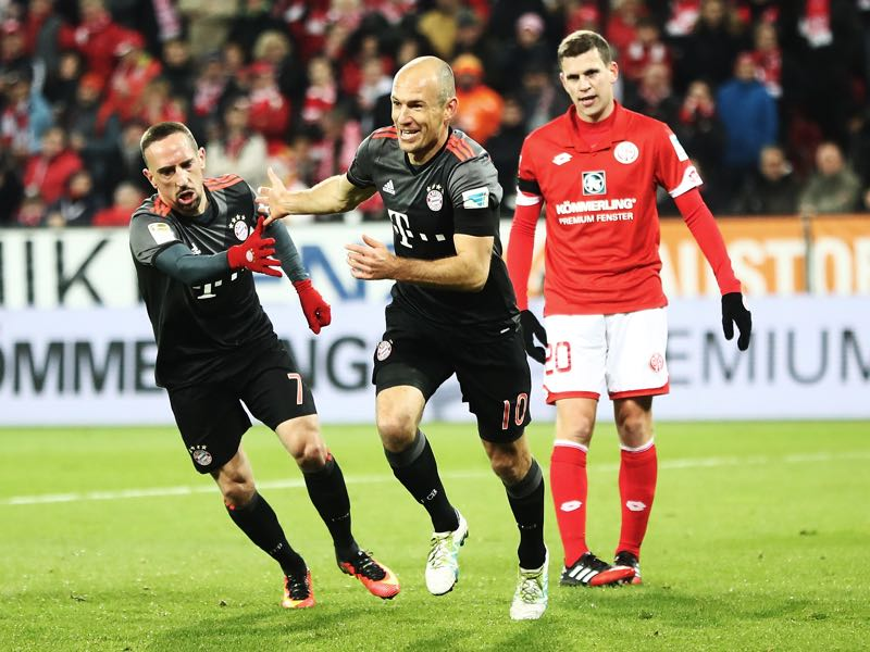 Arjen Robben of Bayern Munich is congratulated by Franck Ribery after scoring a goal during the Bundesliga match between 1. FSV Mainz 05 and Bayern Muenchen at Opel Arena on December 2, 2016 in Mainz, Germany. (Photo by Alex Grimm/Bongarts/Getty Images)