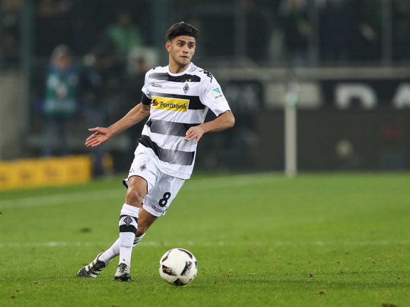Mahmoud Dahoud of Moenchengladbach controls the ball during the Bundesliga match between Borussia Moenchengladbach and VfL Wolfsburg at Borussia-Park on December 20, 2016 in Moenchengladbach, Germany. (Photo by Maja Hitij/Bongarts/Getty Images)