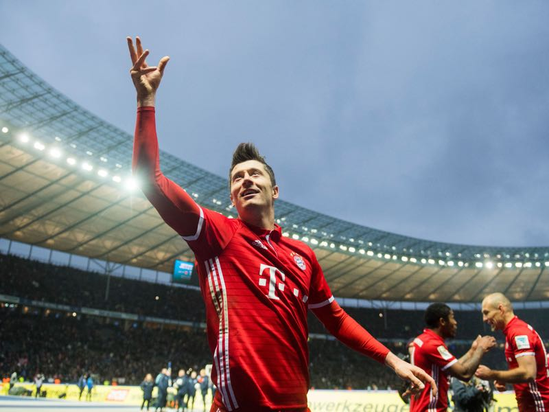 Robert Lewandowski is the favourite to win the Bundesliga goal-scoring race. (ROBERT MICHAEL/AFP/Getty Images)