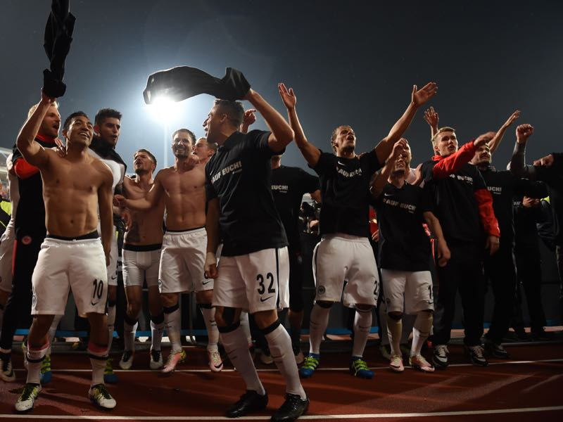 Eintracht Frankfurt players are celebrating after beating Nürnberg in the relegation playoffs. (CHRISTOF STACHE/AFP/Getty Images)