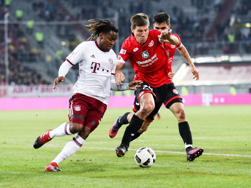 Renato Sanches of Bayern (L) and Gaetan Bussmann of Mainz (C) fight for the ball during Final Match between Bayern and 1. FSV Mainz 05 during Telekom Cup 2017 a at Esprit-Arena on January 14, 2017 in Duesseldorf, Germany. (Photo by Maja Hitij/Bongarts/Getty Images)