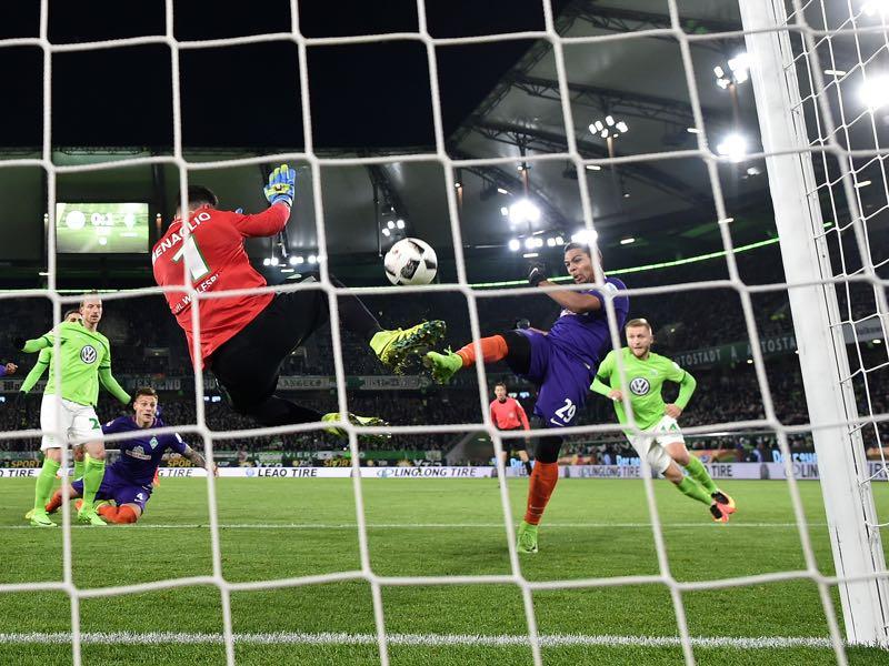 Serge Gnabry of Bremen celebrates scoring the first goalduring the Bundesliga match between VfL Wolfsburg and Werder Bremen at Volkswagen Arena on February 24, 2017 in Wolfsburg, Germany. (Photo by Stuart Franklin/Bongarts/Getty Images)