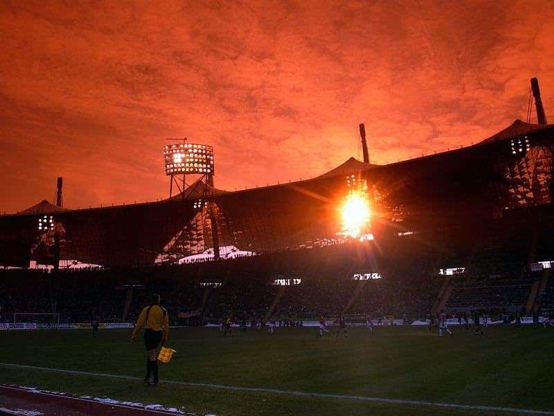 The Olympiastadion during the 2003 Münchner Derby. (Photo by Stuart Franklin/Getty images)