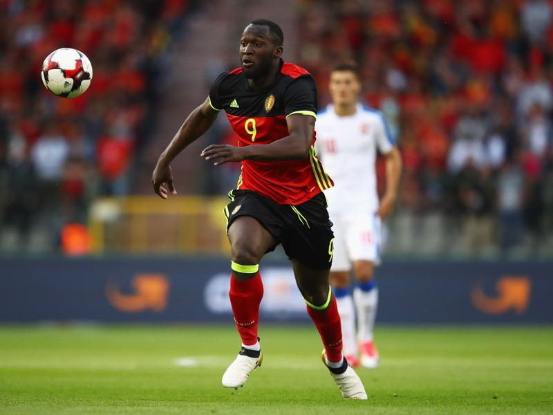 Carlo Ancelotti is keen on bringing in Romelu Lukaku to Bayern München. (Photo by Dean Mouhtaropoulos/Getty Images)