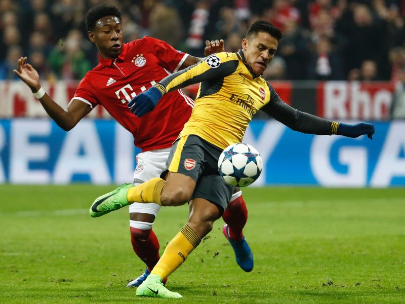 David Alaba and Alexis Sánchez could be soon teammates. (ODD ANDERSEN/AFP/Getty Images)