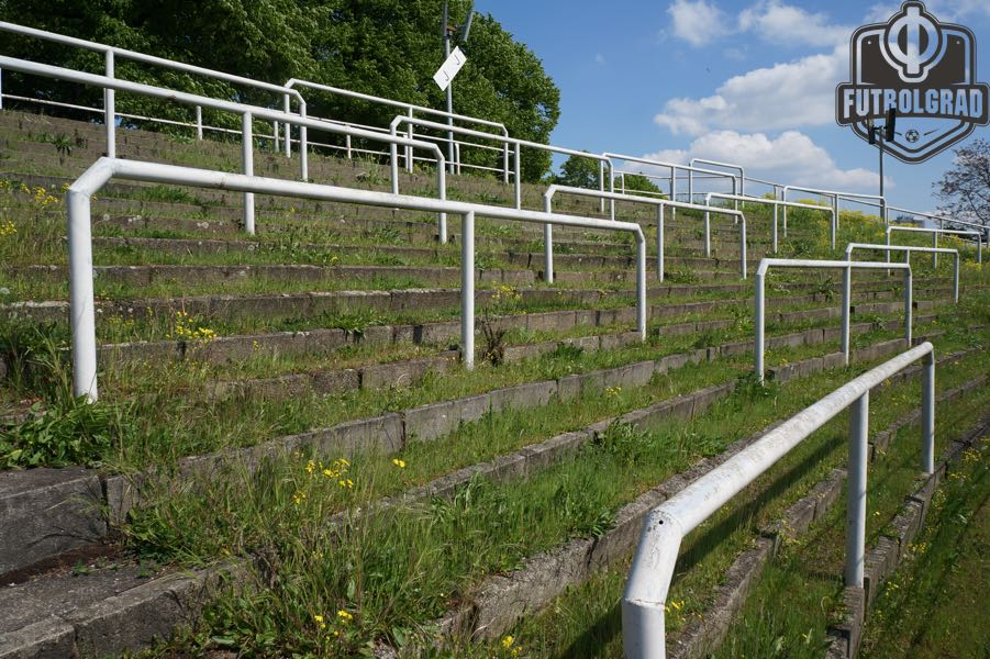 The stadium at the Sportforum in Hohenschönhausen has fallen in disrepair. (Manuel Veth / Futbolgrad Network)