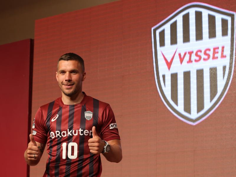 Lukas Podolski was all smiles at his presentation at Vissel Kobe. Journalists get ready to welcome Lukas Podolski to Kobe. (Photo by Buddhika Weerasinghe/Getty Images)