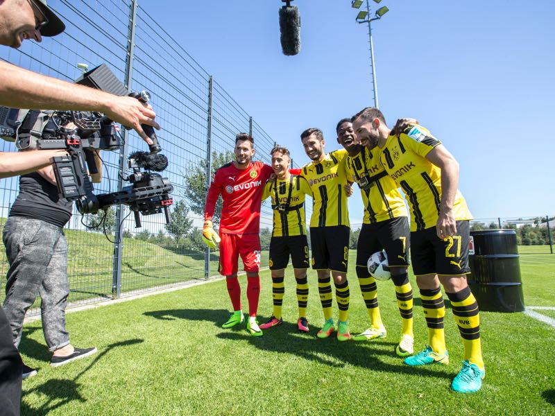 Ousmane Dembélé (fourth from the left) has been absent from training since the day after the DFL Media Days. (Photo by Jan Hetfleisch/Getty Images for DFL)