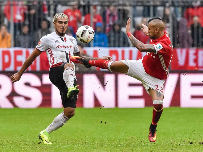 Dario Lezcano (l.) could have stayed in the Bundesliga. (GUENTER SCHIFFMANN/AFP/Getty Images)
