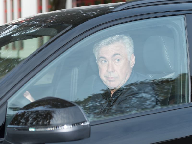 Carlo Ancelotti is leaving the Säbener Straße training ground after being sacked by the management. (Photo by Sebastian Widmann/Bongarts/Getty Images)