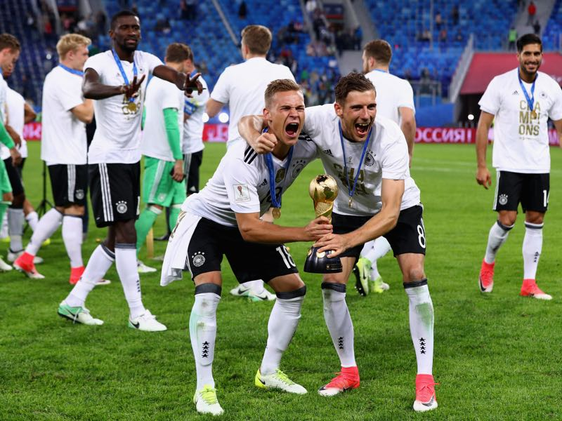 Future teammates? Joshua Kimmich (l.) and Leon Goretzka (r.) celebrate Germany's triumph at the 2017 FIFA Confederations Cup. (Photo by Buda Mendes/Getty Images)