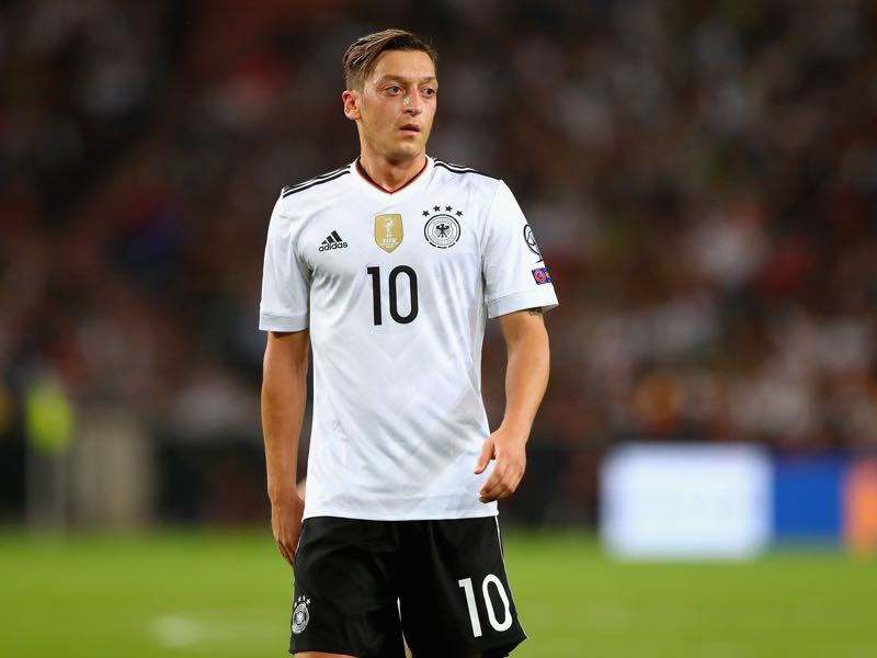Mesut Özil is always under special observation by the German press whenever he plays a German club side. (Photo by Alexander Hassenstein/Bongarts/Getty Images)
