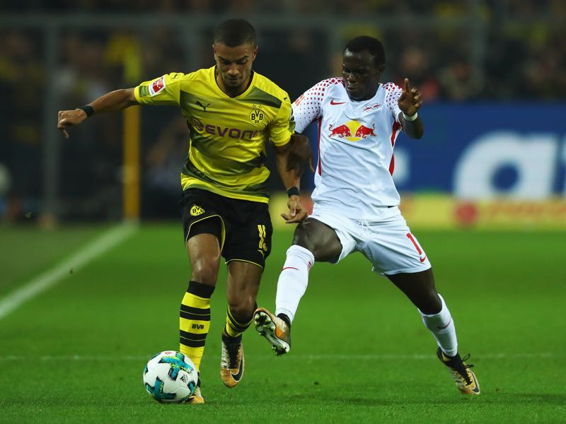 Bruma (r.) had a field day with Jeremy Toljan (l.) in Leipzig's win over Dortmund. (Photo by Dean Mouhtaropoulos/Bongarts/Getty Images)