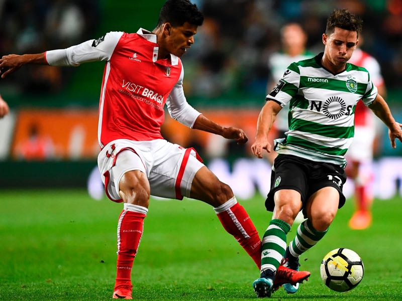 Danilo (l.) will be Braga's key player. (PATRICIA DE MELO MOREIRA/AFP/Getty Images)