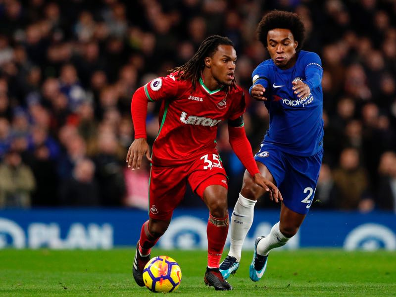 Renato Sanches (l.) mistake an advertisement board for a teammate during a cup match against Chelsea. (ADRIAN DENNIS/AFP/Getty Images)
