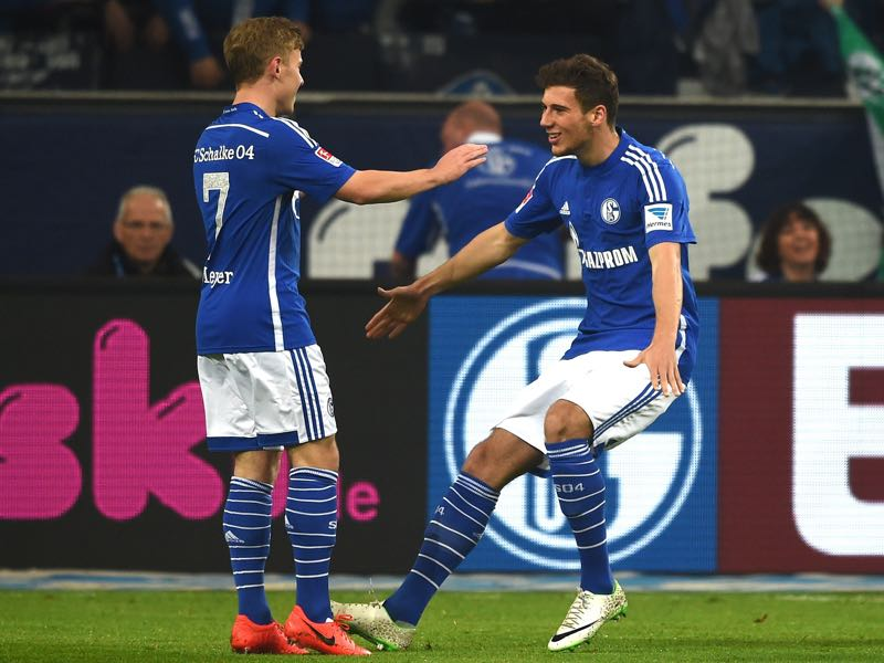 Schalke's midfielders Max Meyer (l.) and Leon Goretzka (r.) are two of the most highly rated free agents in Europe. (PATRIK STOLLARZ/AFP/Getty Images)