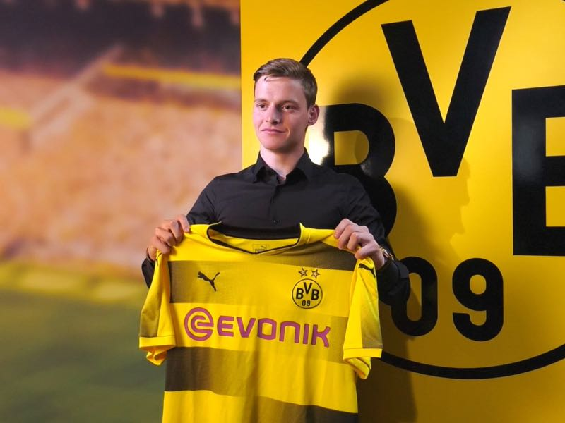 Sergio Gomez being presented by Borussia Dortmund on Tuesday. (Image via @BVB)