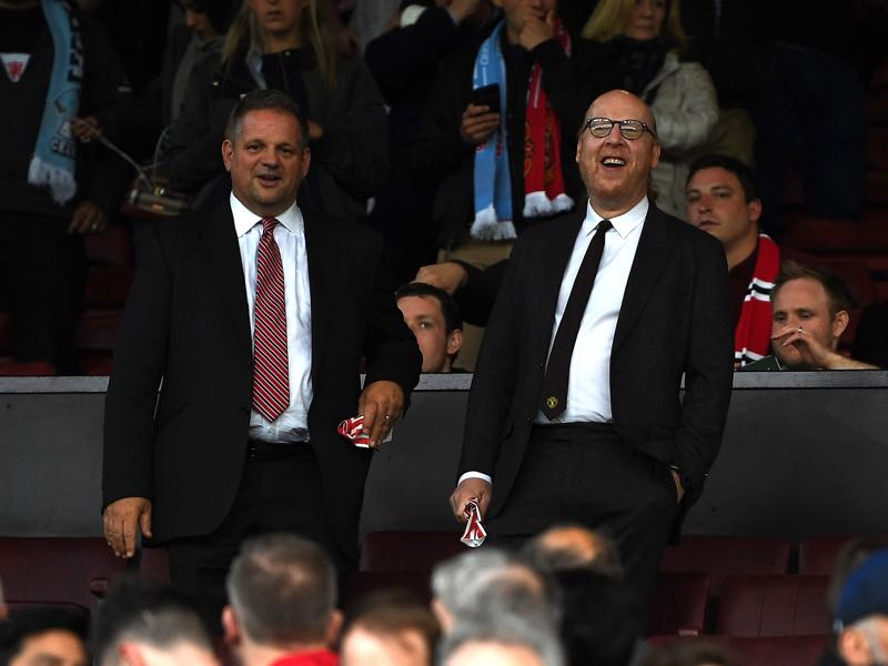 Owner Avram Glazer (r.) during a Manchester United match. (Photo by Gareth Copley/Getty Images)