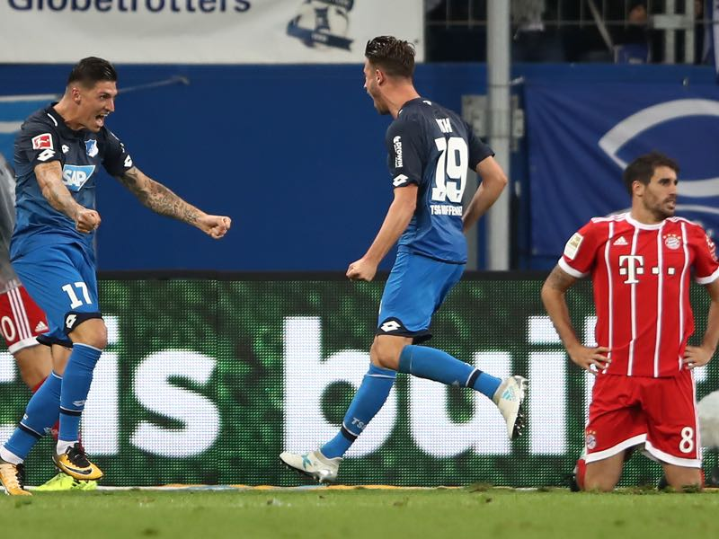 Mark Uth (c.) celebrates his goal against Bayern München earlier this season. (Photo by Alex Grimm/Bongarts/Getty Images)