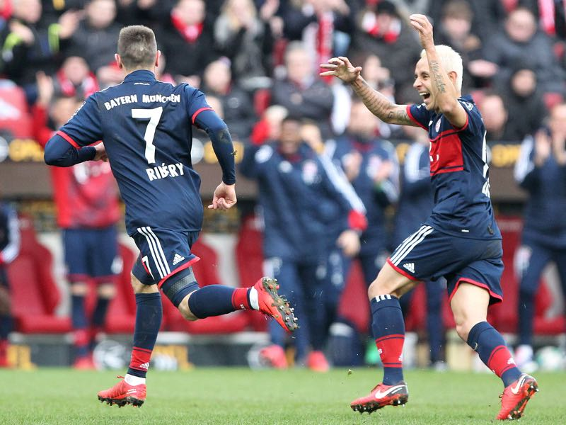 Mainz vs Bayern - Frank Ribéry is celebrating the opening goal against Mainz. (DANIEL ROLAND/AFP/Getty Images)