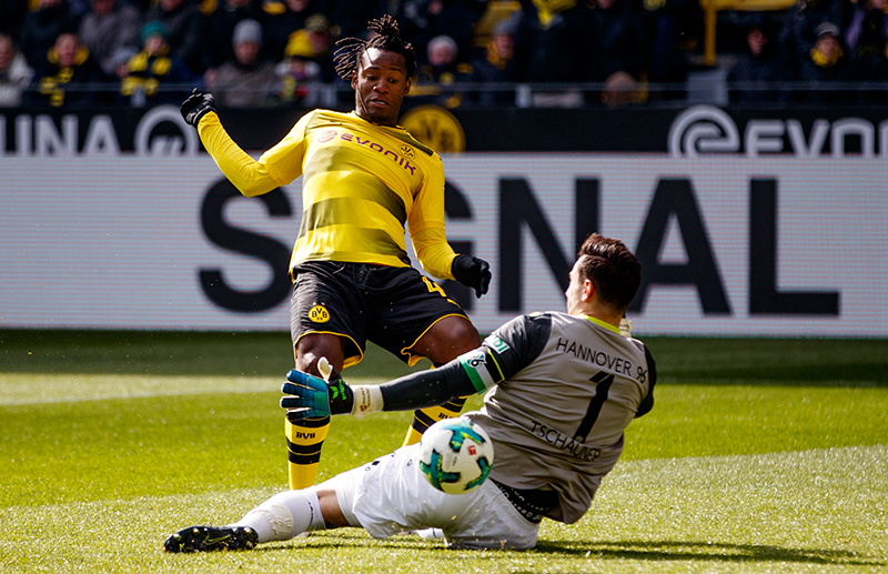 Dortmund vs Hannover - Michy Batshuayi of Dortmund is challenged by Philipp Tschauner of Hannover during the Bundesliga match Dortmund vs Hannover. (Photo by Lars Baron/Bongarts/Getty Images)