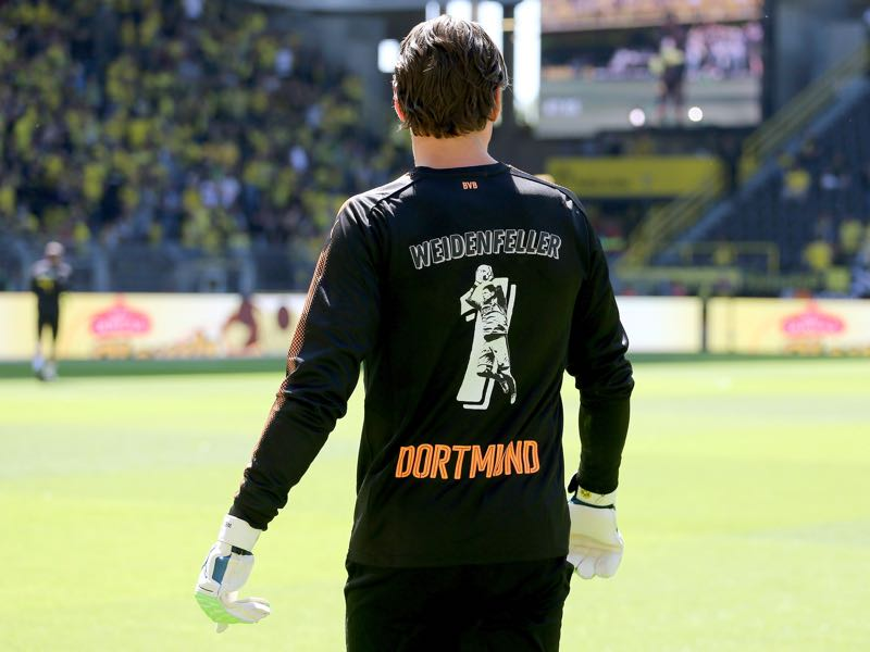Roman Weidenfeller played his last home match for Borussia Dortmund on matchday 33. (Photo by Christof Koepsel/Bongarts/Getty Images)