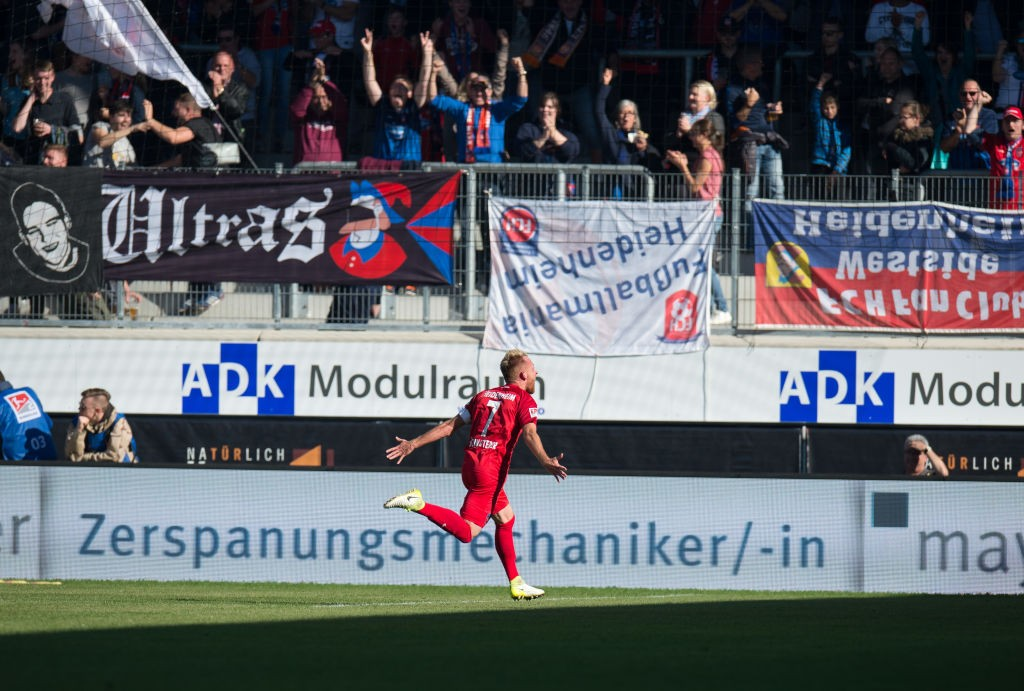 Marc Schnatterer of Heidenheim (r) celebrates his teams third goal during the Second Bundesliga match between 1. FC Heidenheim 1846 and Holstein Kiel at Voith-Arena on October 15, 2017 in Heidenheim, Germany. (Photo by Deniz Calagan/Bongarts/Getty Images)