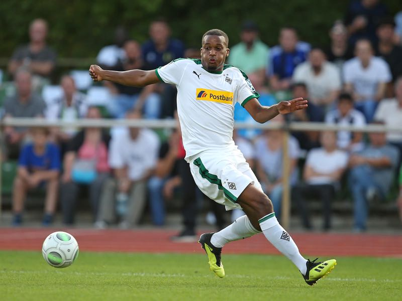 Alassane Plea of Borussia Moenchengladbach in action during the DFB Cup first round match between BSC Hastedt and Borussia Moenchengladbach at stadium Platz 11 on August 19, 2018 in Bremen, Germany. (Photo by Cathrin Mueller/Bongarts/Getty Images)