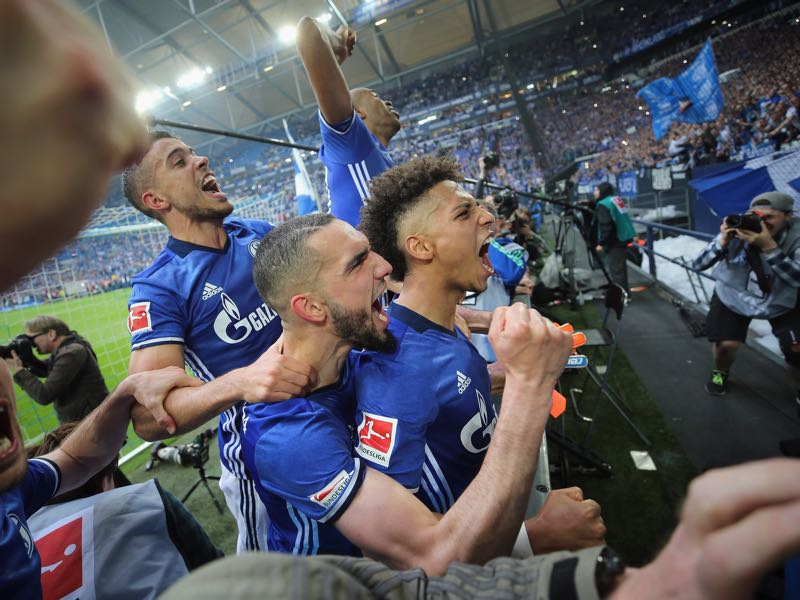 Franco di Santo, Nabil Bentaleb, Thilo Kehrer and team mates celebrate after the Bundesliga match between FC Schalke 04 and Borussia Dortmund at Veltins-Arena on April 15, 2018 in Gelsenkirchen, Germany. (Photo by Alex Grimm/Bongarts/Getty Images)
