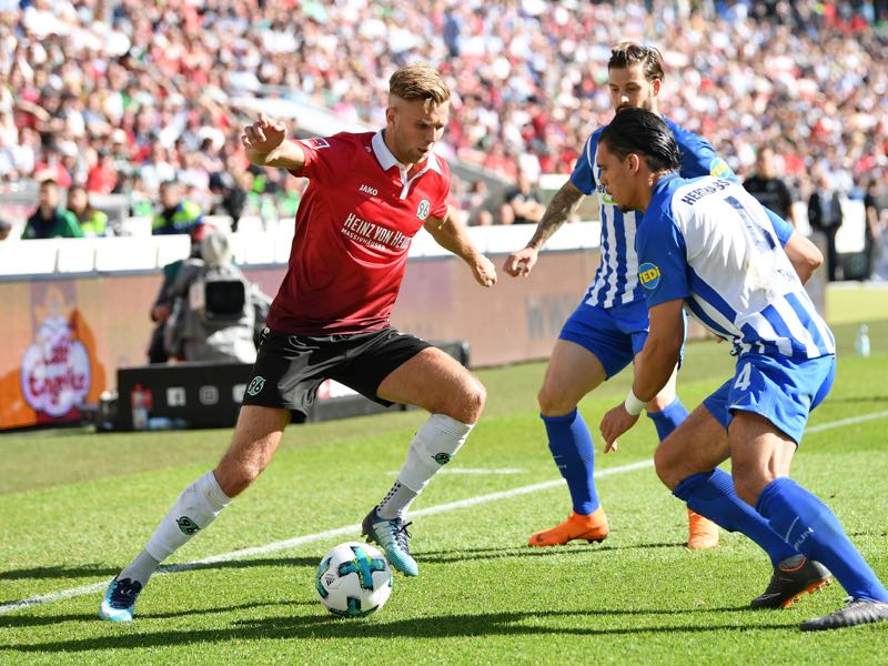 Niclas Füllkrug of Hannover is challenged by Karim RekikÊ of Berlin during the Bundesliga match between Hannover 96 and Hertha BSC at HDI-Arena on May 5, 2018 in Hanover, Germany. (Photo by Stuart Franklin/Bongarts/Getty Images)