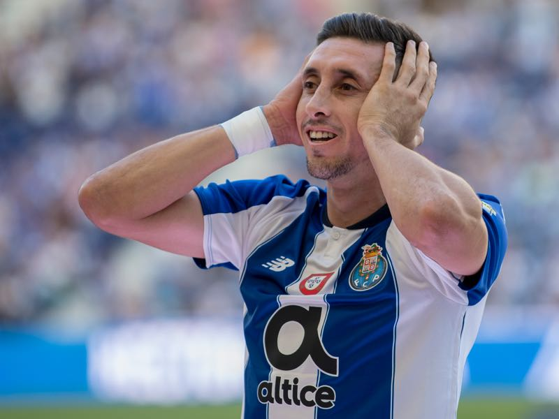 Hector Herrera of FC Porto during the team presentation prior to the pre-season friendly match between FC Porto and Newcastle at Estádio do Drago on July 28, 2018 in Porto, Portugal. (Photo by Octavio Passos/Getty Images)