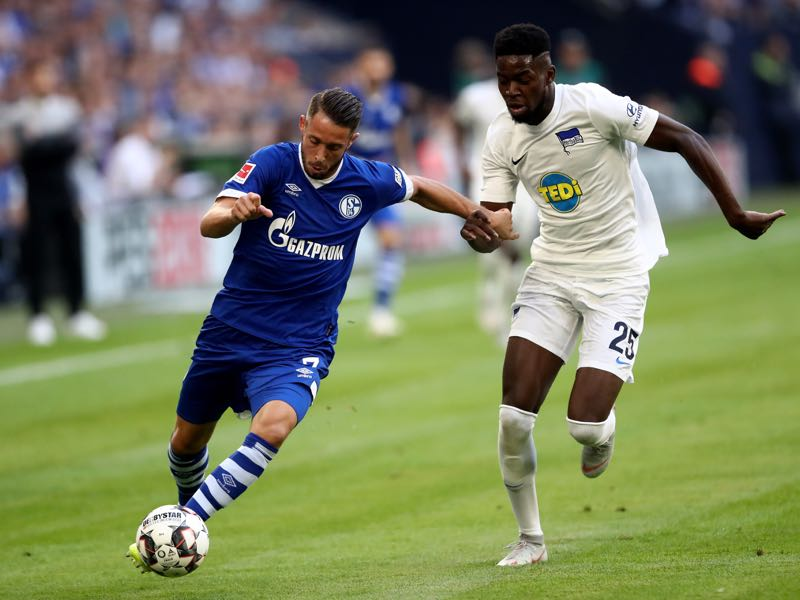 Jordan Torunarigha of Berlin (R) challenges Mark Uth of Schalke (L) during the Bundesliga match between FC Schalke 04 and Hertha BSC at Veltins-Arena on September 2, 2018 in Gelsenkirchen, Germany. (Photo by Christof Koepsel/Bongarts/Getty Images)