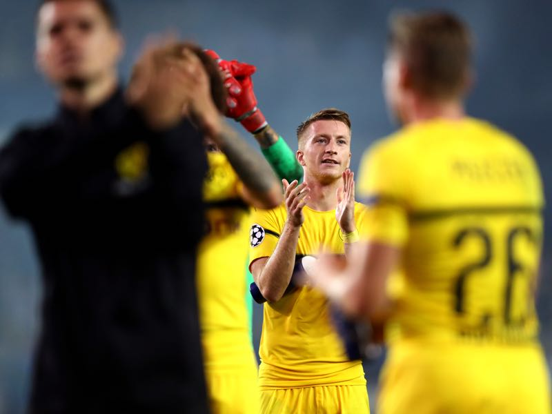 Marco Reus of Borussia Dortmund applauds the fans with team mates after the Group A match of the UEFA Champions League between Club Brugge and Borussia Dortmund at Jan Breydel Stadium on September 18, 2018 in Brugge, Belgium. (Photo by Dean Mouhtaropoulos/Getty Images)