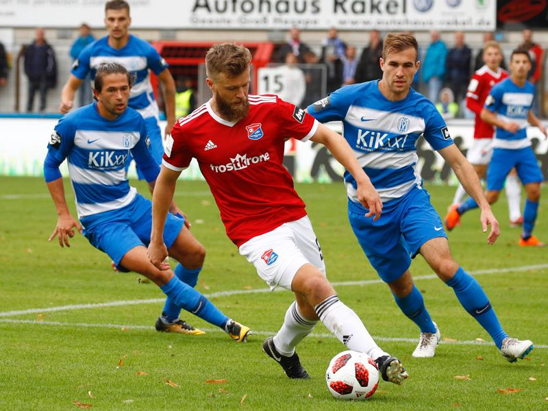 Julian von Haacke and Marco Komenda of Meppen challenges Stephan Hain of Unterhaching during the 3. Liga match between SV Meppen and SpVgg Unterhaching at Haensch-Arena on September 22, 2018 in Meppen, Germany. (Photo by Joachim Sielski/Bongarts/Getty Images)
