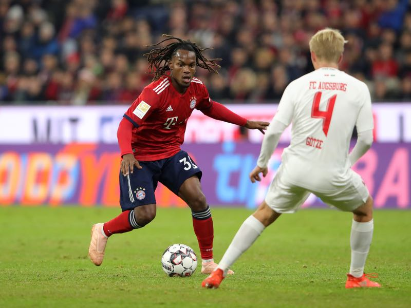 Bayern v FC Augsburg - Renato Sanches of Bayern Munich and Felix Gotze of Augsburg in action during the Bundesliga match between FC Bayern Muenchen and FC Augsburg at Allianz Arena on September 25, 2018 in Munich, Germany. (Photo by Alexander Hassenstein/Bongarts/Getty Images)