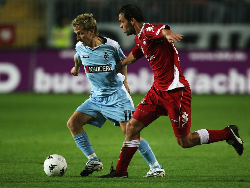 Marko Marin of Moenchengladbach in action with Sven Mueller of Kaiserslautern during the Second Bundesliga match between 1. FC Kaiserslautern and Borussia Moenchengladbach at the Fritz-Walter stadium on August 13, 2007 in Kaiserslautern, Germany. (Photo by Lars Baron/Bongarts/Getty Images)