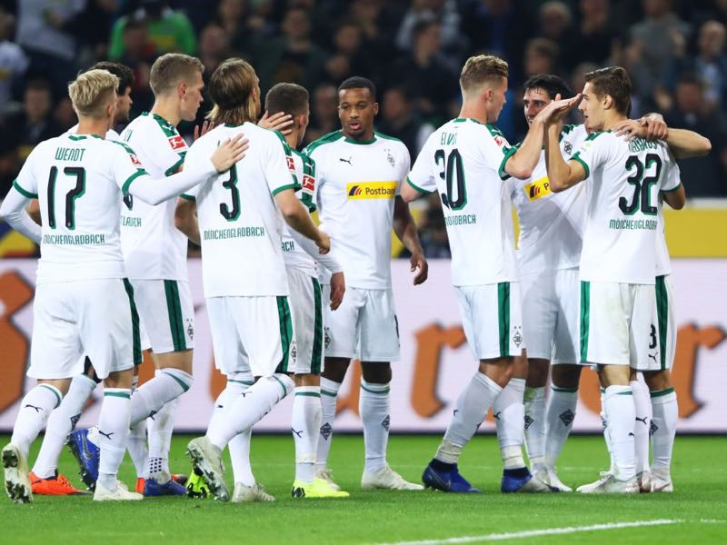 Gladbach vs Mainz - Jonas Hofmann of Borussia Monchengladbach (obscured) celebrates after scoring his team's second goal with team mates during the Bundesliga match between Borussia Moenchengladbach and 1. FSV Mainz 05 at Borussia-Park on October 21, 2018 in Moenchengladbach, Germany. (Photo by Alex Grimm/Bongarts/Getty Images)