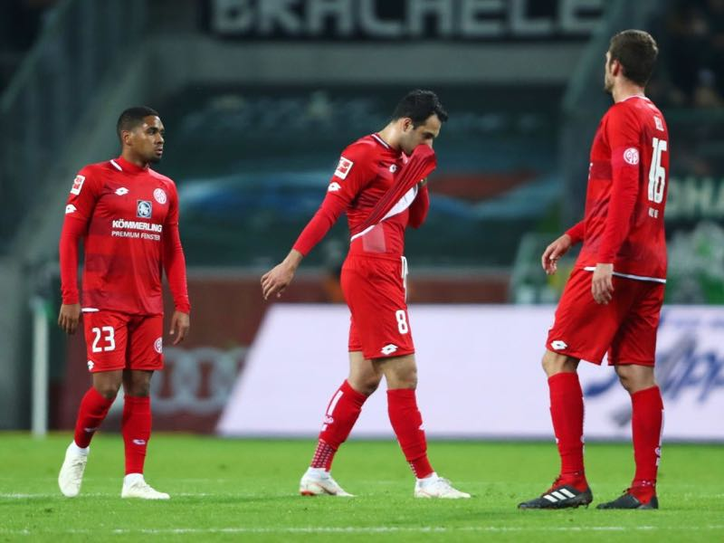 (L-R) Phillipp Mwene, Levin Oeztunali and Stefan Bell of FSV Mainz look dejected in defeat after the Bundesliga match between Borussia Moenchengladbach and 1. FSV Mainz 05 at Borussia-Park on October 21, 2018 in Moenchengladbach, Germany. (Photo by Alex Grimm/Bongarts/Getty Images)