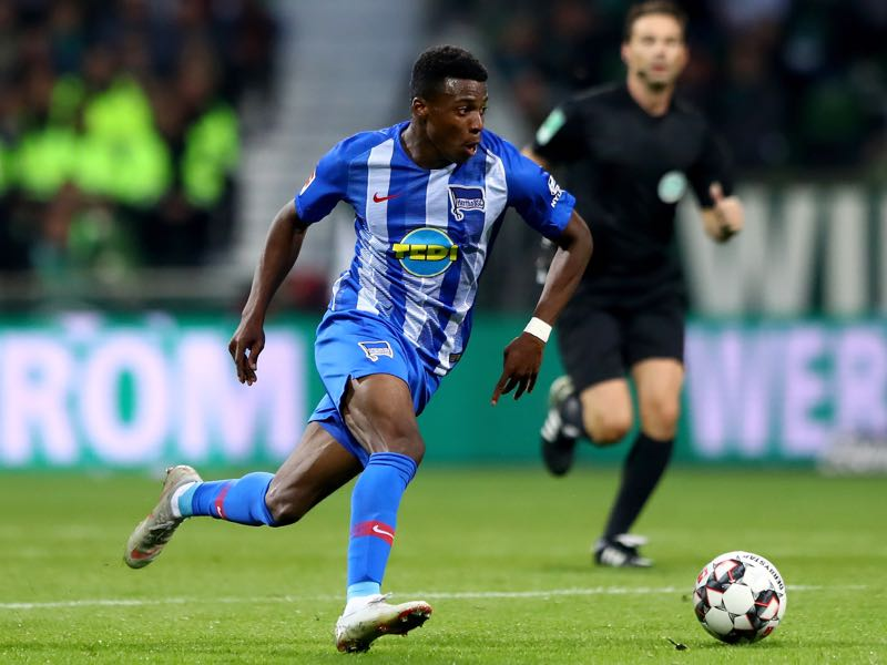 Javairo Dilrosun of Hertha runs with the ball during the Bundesliga match between SV Werder Bremen and Hertha BSC at Weserstadion on September 25, 2018 in Bremen, Germany. (Photo by Martin Rose/Bongarts/Getty Images)