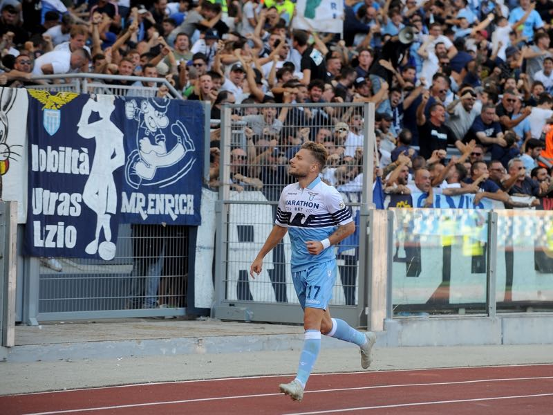 Ciro Immobile of SS Lazio celebrates a frist goal during the Serie A match between AS Roma and SS Lazio at Stadio Olimpico on September 29, 2018 in Rome, Italy. (Photo by Marco Rosi/Getty Images)
