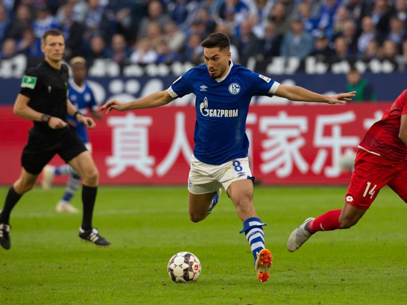 Suat Serdar of Schalke (L) and Pierre Kunde Malong of Mainz battle for the ball during the Bundesliga match between FC Schalke 04 and 1. FSV Mainz 05 at Veltins-Arena on September 29, 2018 in Gelsenkirchen, Germany. (Photo by Juergen Schwarz/Bongarts/Getty Images)