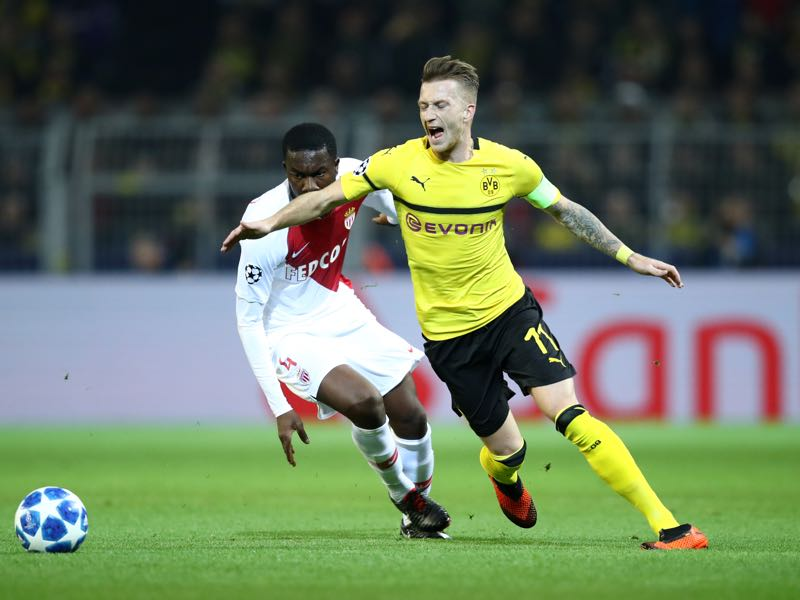 Borussia Dortmund v Monaco - Marco Reus of Borussia Dortmund loses his shoe during the Group A match of the UEFA Champions League between Borussia Dortmund and AS Monaco at Signal Iduna Park on October 3, 2018 in Dortmund, Germany. (Photo by Maja Hitij/Bongarts/Getty Images,)
