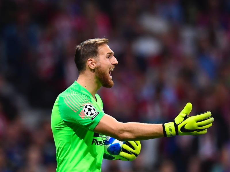 Atletico Madrid's Slovenian goalkeeper Jan Oblak gestures during the UEFA Champions League group A football match between Club Atletico de Madrid and Club Brugge at the Wanda Metropolitano stadium in Madrid on October 3, 2018. (Photo by GABRIEL BOUYS / AFP)
