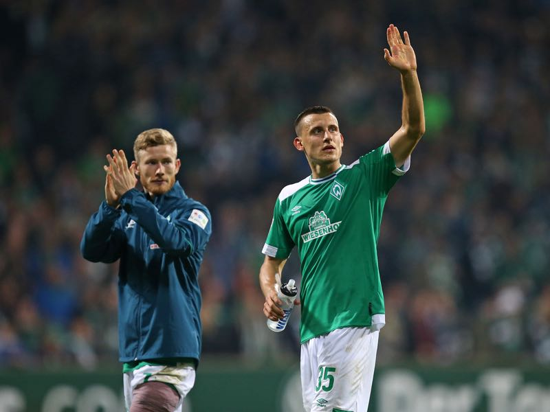 (L-R) Florian Kainz and Maximilian Eggestein of Bremen celebrate after winning the Bundesliga match between SV Werder Bremen and VfL Wolfsburg at Weserstadion on October 5, 2018 in Bremen, Germany. (Photo by Cathrin Mueller/Bongarts/Getty Images)