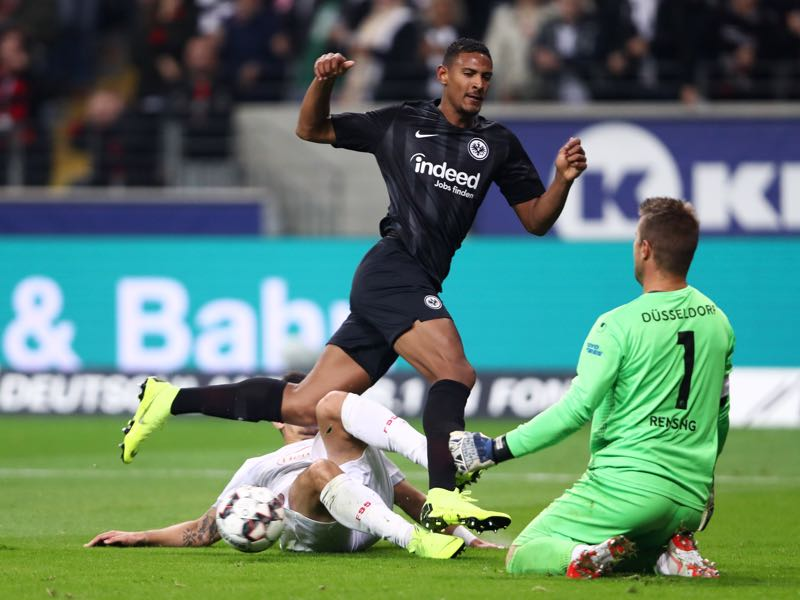 Sebastien Haller of Eintracht Frankfurt is foiled by Kaan Ayhan and Michael Rensing of Fortuna Duesseldorf during the Bundesliga match between Eintracht Frankfurt and Fortuna Duesseldorf at Commerzbank-Arena on October 19, 2018 in Frankfurt am Main, Germany. (Photo by Alex Grimm/Bongarts/Getty Images)