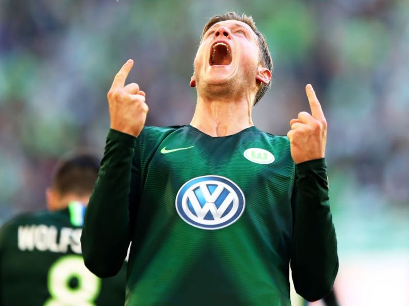Wout Weghorst of VfL Wolfsburg celebrates after scoring the second equalising goal during the Bundesliga match between VfL Wolfsburg and Borussia Moenchengladbach at Volkswagen Arena on September 29, 2018 in Wolfsburg, Germany. (Photo by Martin Rose/Bongarts/Getty Images