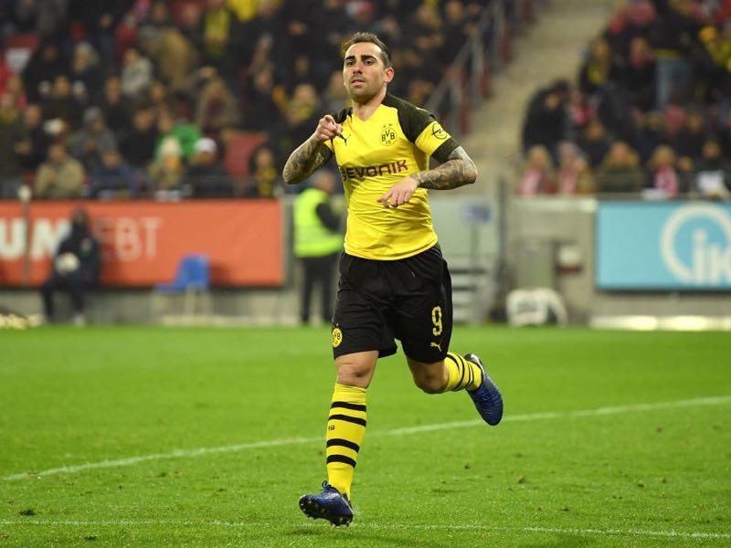 Mainz v Dortmund - Paco Alcacer of Borussia Dortmund celebrates after scoring his team's first goal during the Bundesliga match between 1. FSV Mainz 05 and Borussia Dortmund at Opel Arena on November 24, 2018 in Mainz, Germany. (Photo by Matthias Hangst/Bongarts/Getty Images)